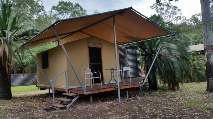 Home for 3 nights - En suite located conveniently in the adjacent corrugated iron tank